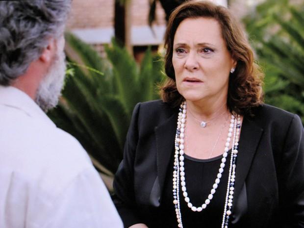 Tina conta sobre sua vida dupla (Foto: TV Globo)