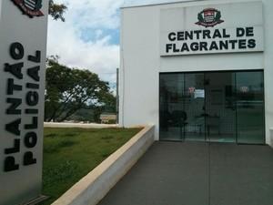 Caso foi registrado na Polícia Civil do município (Foto: Cláudio Nascimento/ TV TEM)