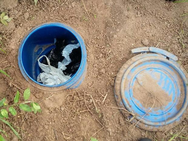 Droga foi enterrada em Jacareí (Foto: Divulgação/ DIG)
