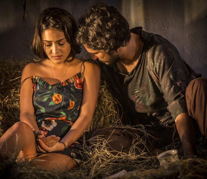 Olívia fica insegura com a chegada da ex de Miguel (Foto: Inácio Moraes/ Gshow)