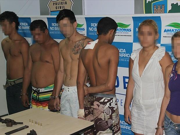 Suspeitos foram presos em flagrante por roubo qualificado (Foto: Divulgação/Polícia Civil)