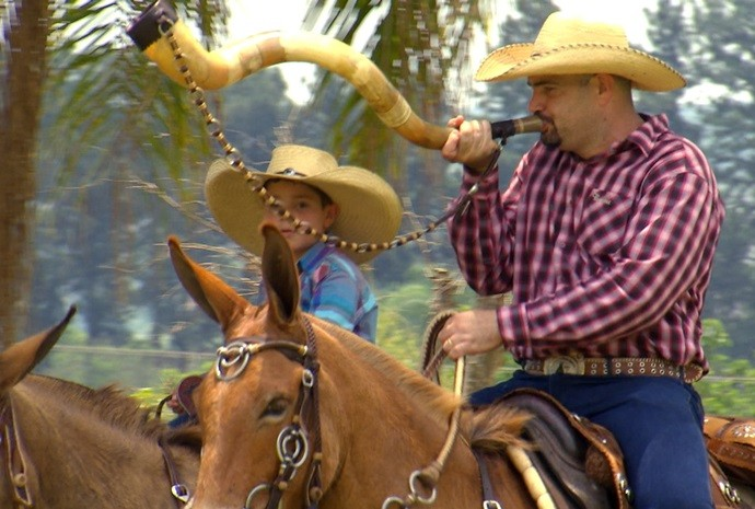 Cavaleiros passam tradição para os filhos e assim os eventos continuam rolando (Foto: Reprodução / TV TEM)