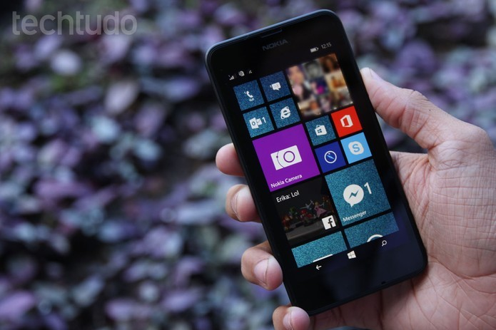 Lumia 630 tem tela de 4,5 polegadas (Foto: Anna Kellen Bull/TechTudo) (Foto: Lumia 630 tem tela de 4,5 polegadas (Foto: Anna Kellen Bull/TechTudo))