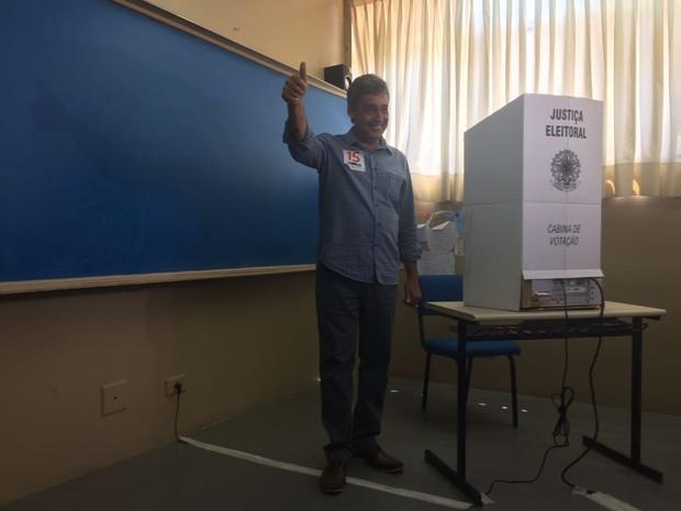 Sebastião Melo votou no fim da manhã em Porto Alegre (Foto: Rafaella Fraga/G1)