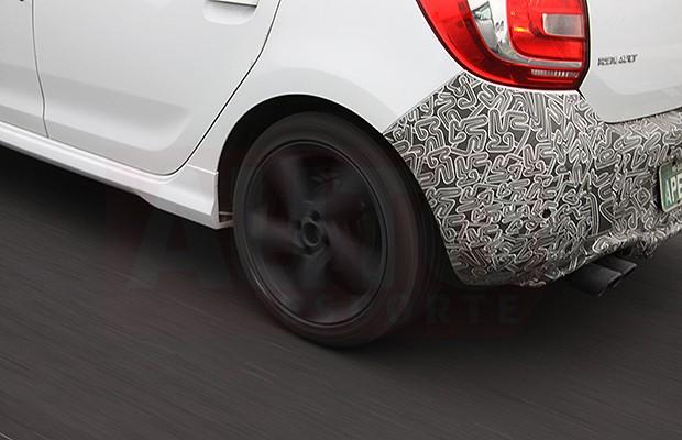 Renault Sandero RS flagrado em testes (Foto: Marlos Ney Vidal/Autoesporte)
