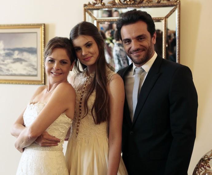 Drica Moraes, Camila Queiroz e Rodrigo Lombardi nos bastidores do casamento de Alex e Carolina (Foto: Felipe Monteiro/Gshow)