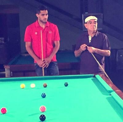 Alan Kardec e Rui Chapéu jogaram uma partida de sinuca (Foto: Reprodução Instagram Alan Kardec)