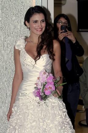 Ex-BBB Kamilla desfila de noiva em São Paulo (Foto: Leo Franco/ Ag. News)