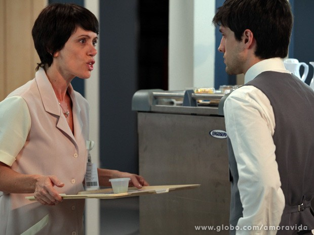 Joana dá uma bronca daquelas em Luciano (Foto: Amor à Vida / TV Globo)