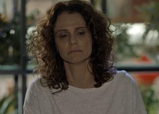 Irene fica deprimida após perder a guarda da filha adotiva
