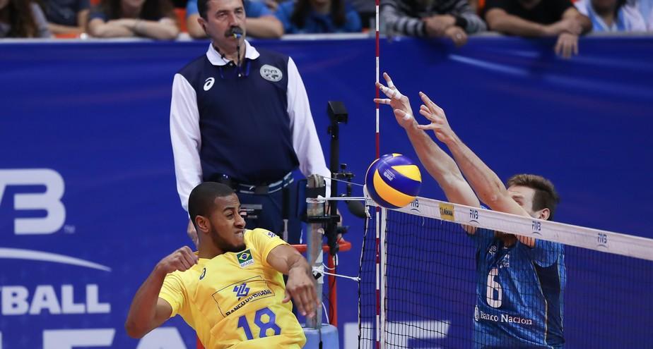 Brasil sofre com apagões e leva virada da Argentina na Liga Mundial