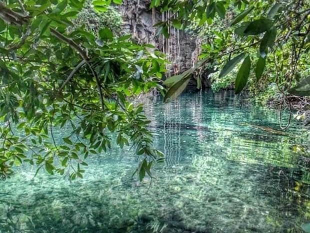 As águas cristalinas em tons de azul e verde chamam a atenção dos turistas (Foto: Deny Oliver/Divulgação)