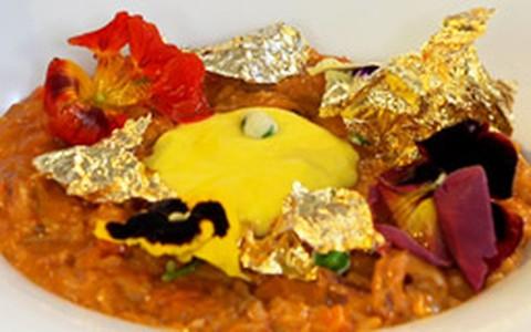 Claude Troisgros ensina a receita de arroz de lula, rouille e folhas de ouro