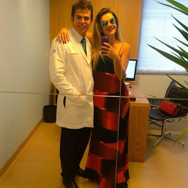 Mirella Santos escondendo barriga com vestido soltinho (Foto: Instagram / Reprodução)