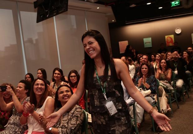 Miriam Penna Diniz, da Emap Solar, indo receber seu prêmio (Foto: Keiny Andrade)