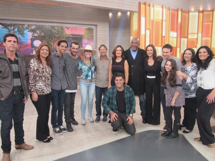 Apresentadora com todos os convidados do programa (Foto: Carolina Morgado/Gshow)