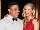 Ronaldo Fenômeno surge com nova namorada em festa