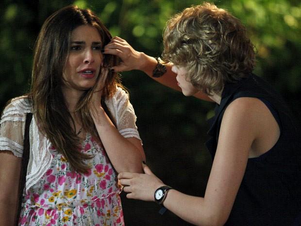 Cristal fica passada com o tapa que levou da rival (Foto: Malhação / Tv Globo)