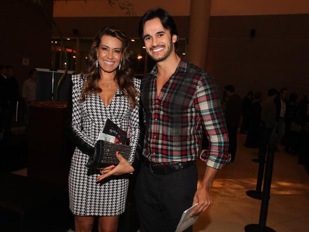 Solange Frazão com o namorado em show em São Paulo (Foto: Manuela Scarpa/ Foto Rio News)