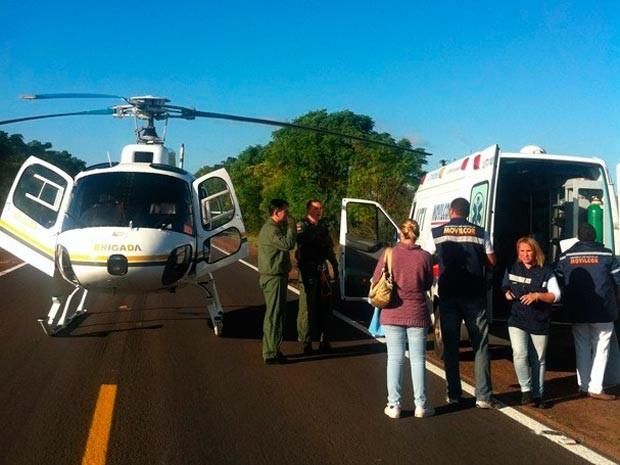 Bebê é resgatado por helicóptero na BR-290 e levado a hospital (Foto: Danubio Lisboa/Brigada Militar)