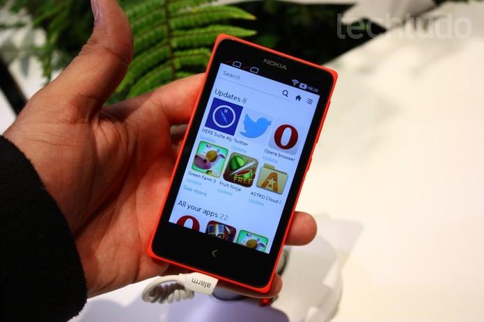 Nokia X, primeiro aparelho da fabricante a rodar o Android, pode chegar ao Brasil nos próximos dias (Foto: Allan Melo/TechTudo) (Foto: Nokia X, primeiro aparelho da fabricante a rodar o Android, pode chegar ao Brasil nos próximos dias (Foto: Allan Melo/TechTudo))