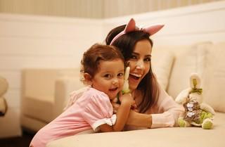 Mayte Piragibe posa com filha para o EGO em especial de Páscoa (Foto: Marcos Serra Lima/EGO)
