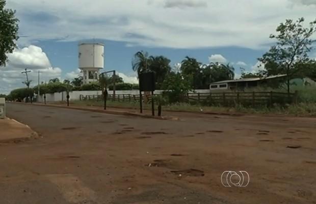 Justiça manda interditar GO-302 e GO-178 em Itajá, Goiás (Foto: Reprodução/TV Anhanguera)