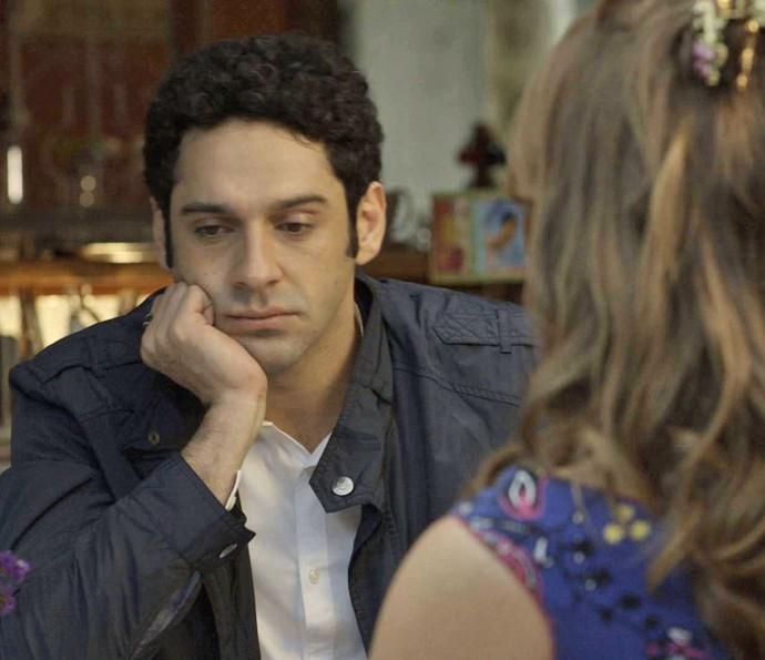 Beto fica preocupado com o estado da irmã (Foto: TV Globo)