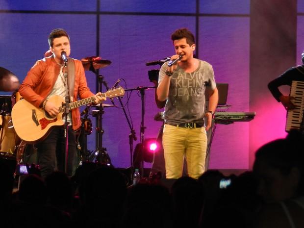 Dupla André e Felipe abriu o Festival Promessas, em Goiânia (Foto: Rony Daniel Leite/TV Anhanguera)