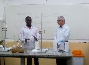 Carlo durante aula em laboratório da universidade  (Foto: Arquivo Pessoal/Carlo Pierre-Louis)