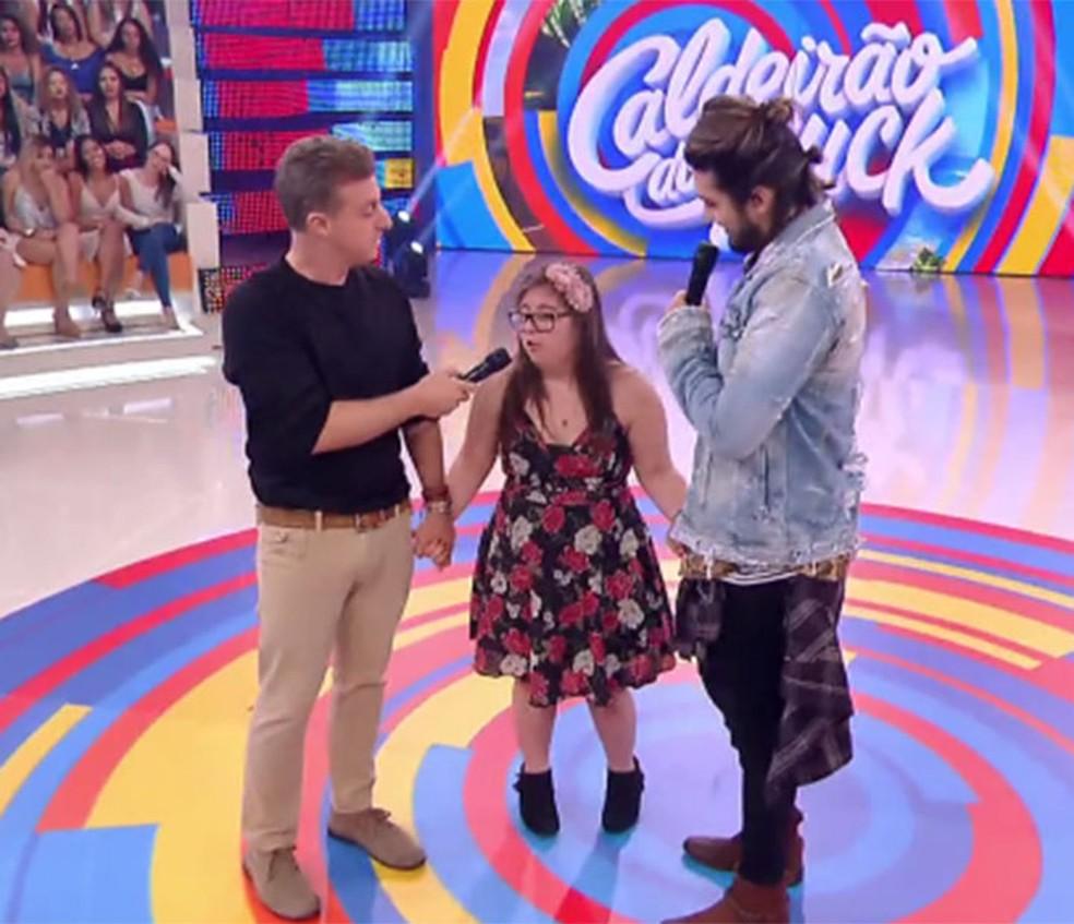 Luisa é homenageada pelo ídolo, Luan Santana (Foto: TV Globo)
