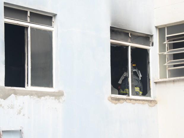 Bombeiros fazem trabalho de respaldo no local (Foto: Arquivo Pessoal/Júlio Leite)