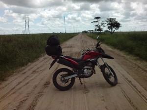 Wilson da Silva Alves e Natiele de Oliveira Pinto Alves viajaram 22 dias de moto pela América do Sul. (Foto: Wilson da Silva Alves/VC no G1)