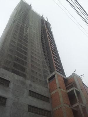 Prédio em construção onde aconteceu o acidente, em Santos (Foto: Mariane Rossi/G1)