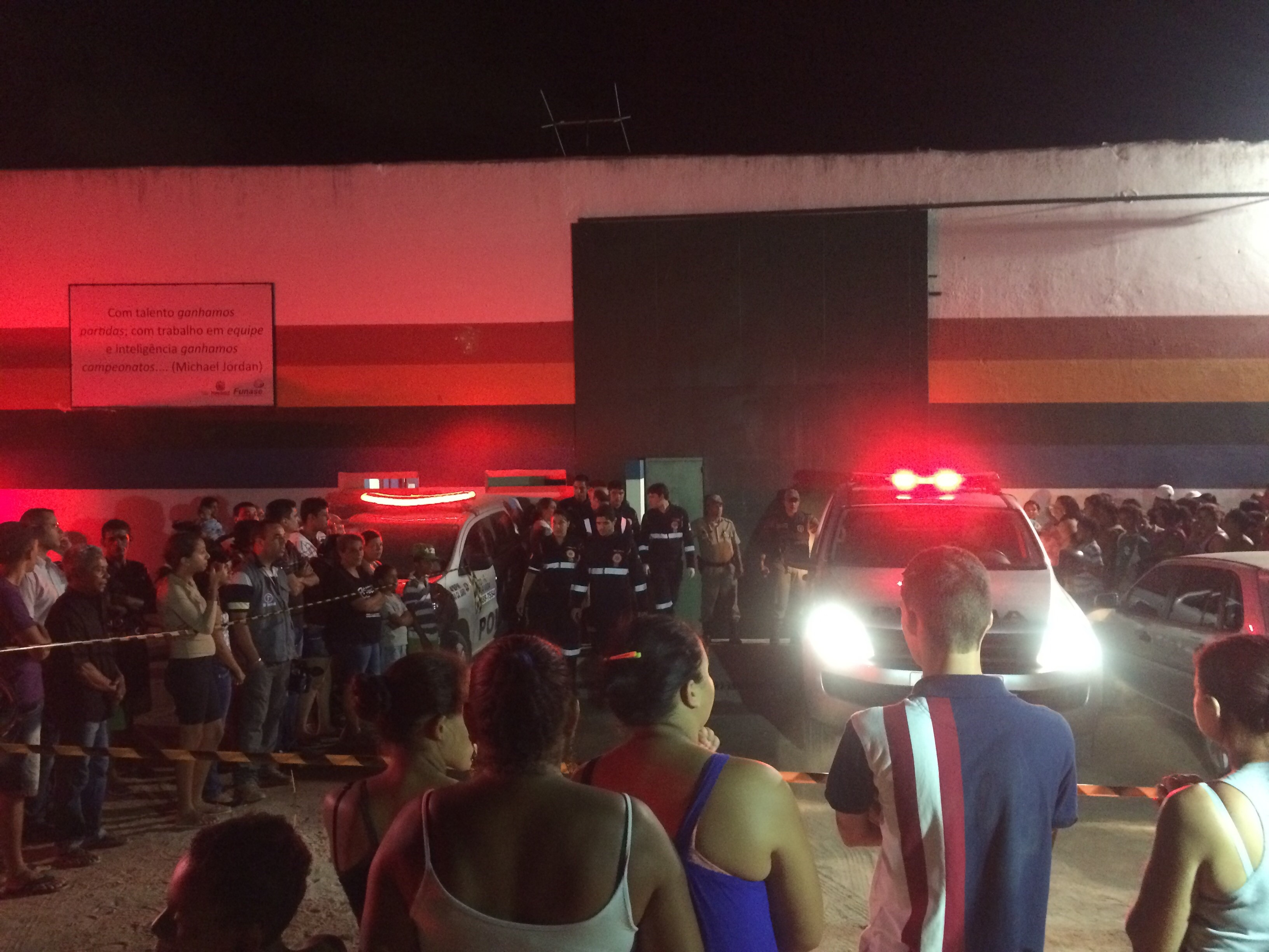 Rebelião na unidade da Funase em Caruaru, Pernambuco (Foto: Magno Wendel/ TV Asa Branca)