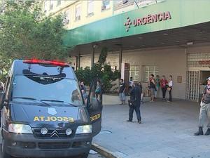 Morte mobilizou policiais no hospital (Foto: Reprodução/RBS TV)