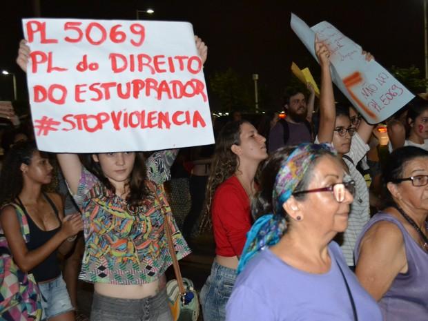 Protesto pelos direitos da mulher e contra Eduardo Cunha em Vitória (Foto: Romara Chaves/ Curso de Residência)