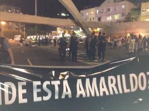 Faixa foi estendida no meio da pista da Autoestrada Lagoa-Barra (Foto: Lívia Torres/G1)