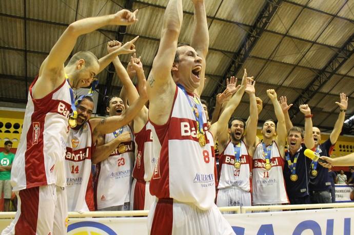 Caxias campeão Liga Ouro 2015 basquete (Foto: Guilherme Peixinho/LNB)