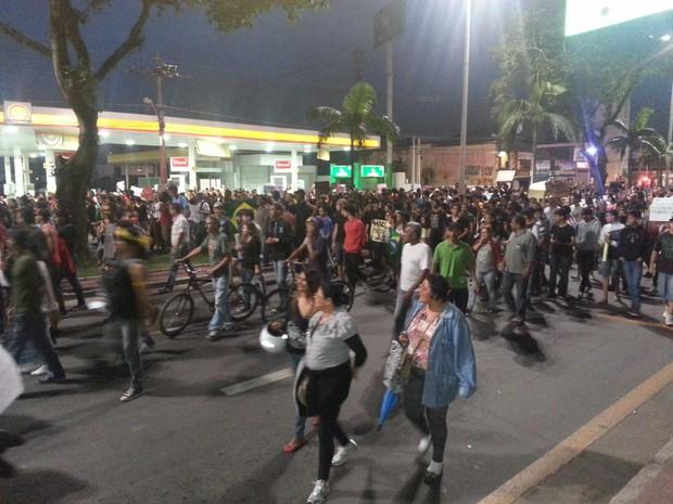 Centenas de pessoas participam de protestos em Santos e Cubatão, SP (Foto: Ivair Vieira Jr/G1)