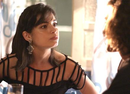 Krica fica com inveja de Luciana e faz pedido para Glauco
