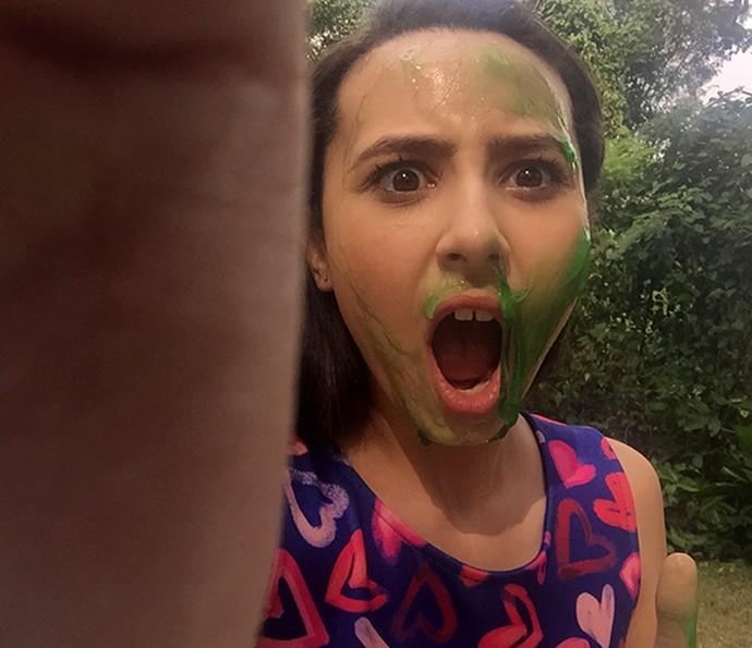 A blogueira mirim Manoela Antelo mostra resultado da selfie na geleca (Foto: Manoela Antelo)
