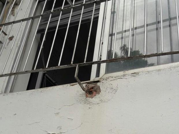 Agência bancária foi arrombada em Caruaru (Foto: Franklin Portugal/TV Asa Branca)