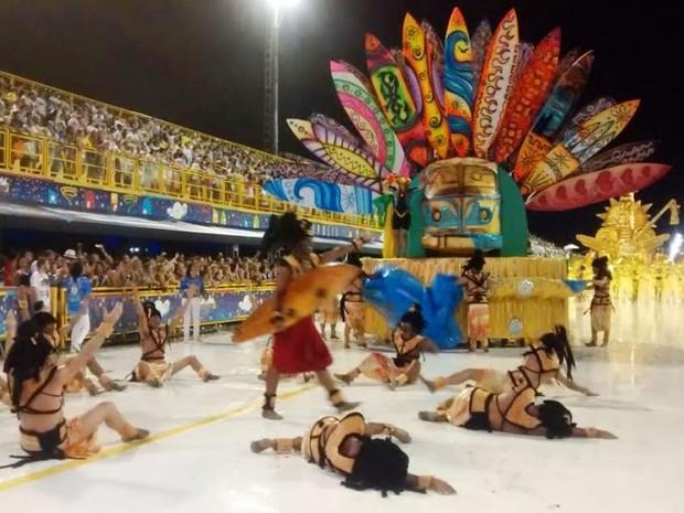 União da Ilha da Magia desfila com samba-enredo sobre surf (Foto: Cristiano Anunciação/ G1)