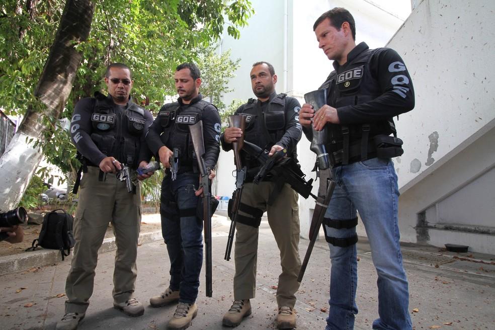 Nas residências do empresário foram apreendidas seis armas (Foto: Marlon Costa/Pernambuco Press)