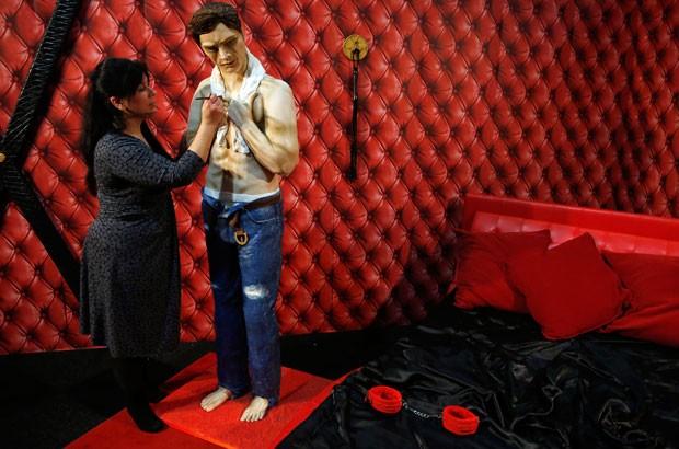 Bolo-estátua foi feito para a abertura do Show Internacional de Bolos em Manchester (Foto: Phil Noble/Reuters)