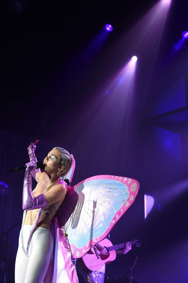 Miley Cyrus se apresenta em Nova York, nos Estados Unidos (Foto: Dimitrios Kambouris/ Getty Images/ AFP)