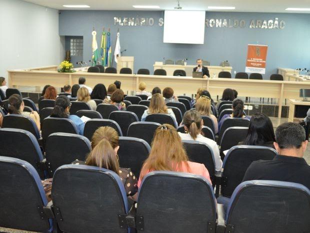 De acordo com o coordenador da UNCME em Cacoal, Vilmar Mendonça, os palestrantes são todos do Ministério da Educação (MEC) (Foto: Magda Oliveira/G1)