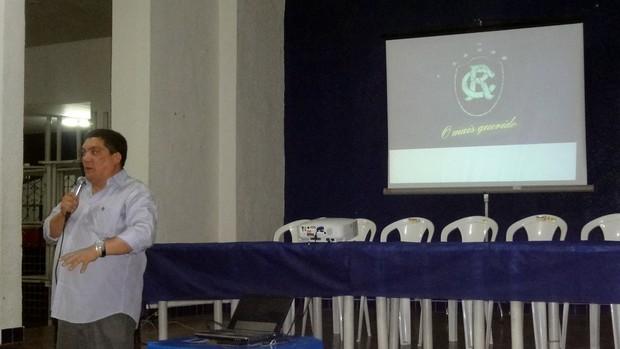 Stefani Henrique, diretor comercial do Remo, apresenta o novo site (Foto: Pedro Cruz)