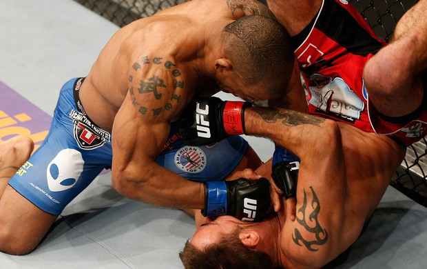 UFC 171 Jake Shields e Hector Lombard (Foto: Agência Getty Images)